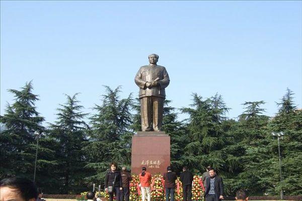 长沙到韶山一日游,毛泽东铜像广场
