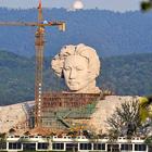 毛泽东大型雕塑像,正在建设中。